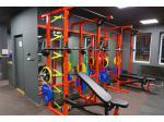 Vybavení posilovny/fitness - osy, jednoručky, stroje