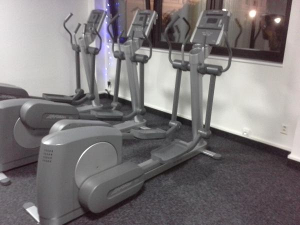 Cross trenažer Life fitness 90X