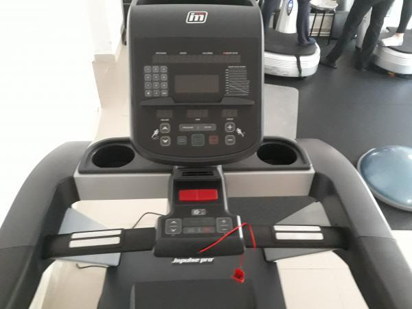 Profesionální běžecký pás IMPULSE RT500