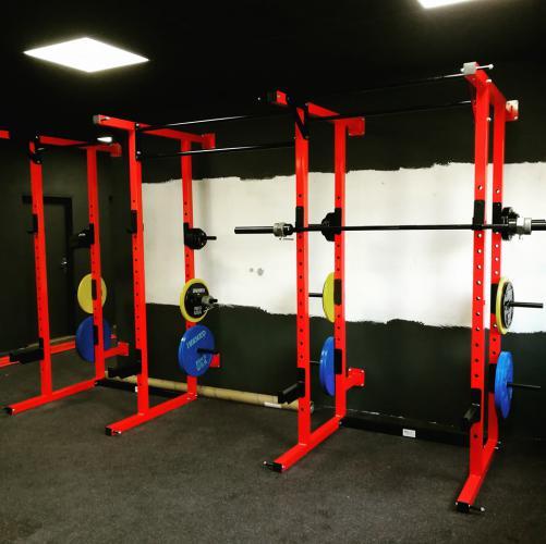 Dřepovací stanoviště, klec do fitness