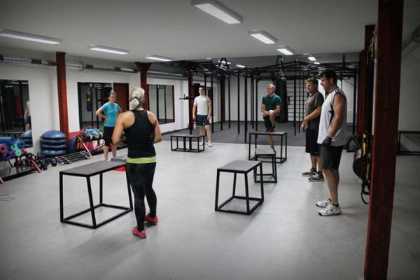Vybavení aerobních sálů - TRX konstrukce, dámské fitness
