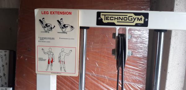 Předkopávání Technogym Leg Extension
