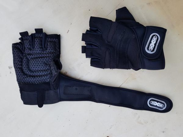 Stylové černé posilovací rukavice